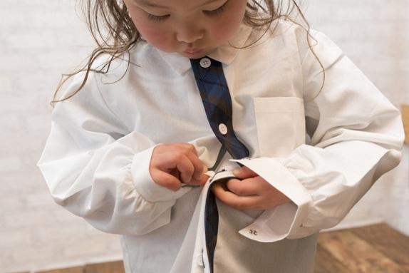 kiat-mengajarkan-si-kecil-untuk-memakai-baju-sendiri_zctnl1urcj